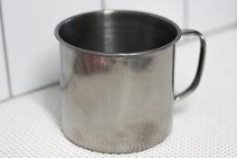 Kubek metalowy z pokrywką 450 ml