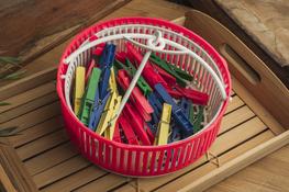 Spinacze, klamerki do pranie 40 sztuk + koszyk - mix kolorów