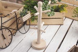 AAA Drewniany stojak na kubki - mix kolorów