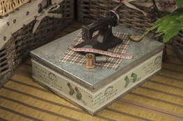 Niciarka, pudełko na nici metalowe 23.5 x 19 cm