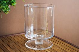 Świecznik szklany na stopce h - 15.5 cm