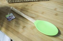 Łyżka kuchenna silikonowa z drewnianym uchwytem - mix kolorów