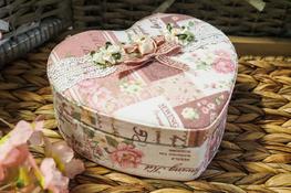Szkatułka- serce na biżuterię 17 x 16 x 7 cm Róże