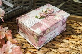 Szkatułka na biżuterię 14 x 10 x 7 cm Róże