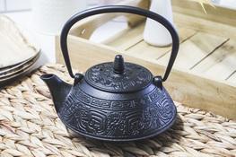 Żeliwny czajnik, dzbanek 0.8 L z zaparzaczem