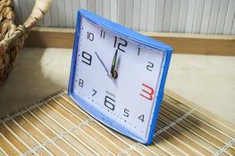 Budzik prostokątny 12.5 x 10.5 cm niebieski