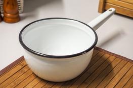 OLKUSZ Rondel emaliowany z trzonkiem 16 cm 1.5 L biały