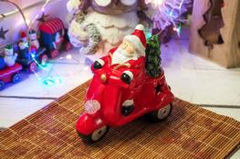 KOOPMAN Świąteczna figurka z podświetleniem LED 14 cm mix wzorów