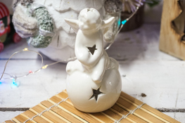 KOOPMAN Świąteczna figurka anioł 10 cm z podświetleniem LED mix wzorów