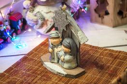 KOOPMAN Drewniana szopka świąteczna 12 cm - mix wzorów