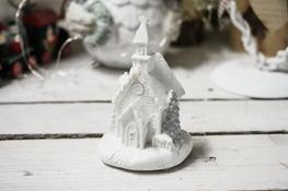 KOOPMAN Figurka świąteczna domek 9 cm z podświetleniem led - mix wzorów