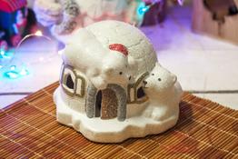 KOOPMAN Figurka świąteczna iglo 8 cm z podświetleniem led - mix wzorów