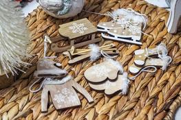 KOOPMAN Komplet 6 zawieszek świątecznych drewnianych - mix kolorów